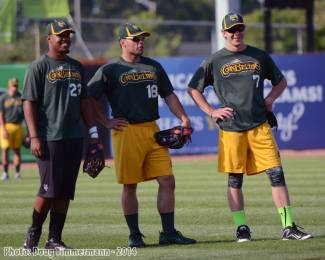 Schwartz in in the middle, Aaron Dudley (former Royal) to the right