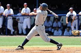 Rudy FLores swinging